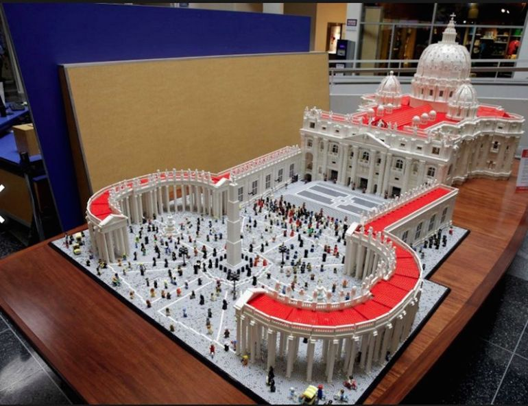 Mini Replica Of The Vatican Built Using 500,000 LEGO Bricks-8