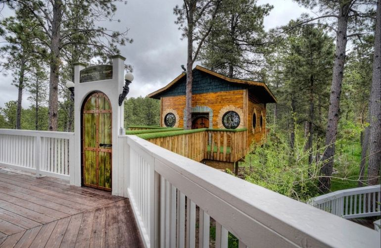 Spend Your Next Vacation In This Hobbit Hole-Esque Treehouse-2