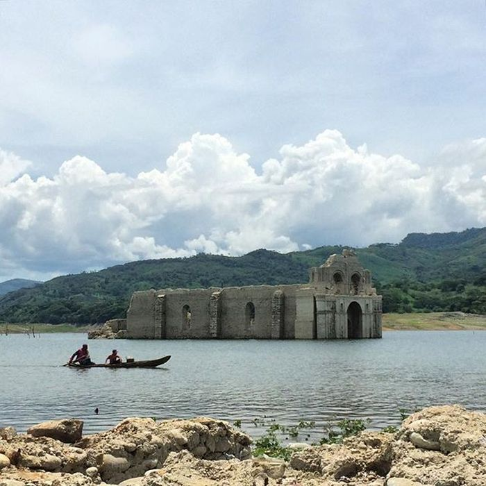 400-Year_Old_Submerged_Church_Re-emerges_Mexico_2