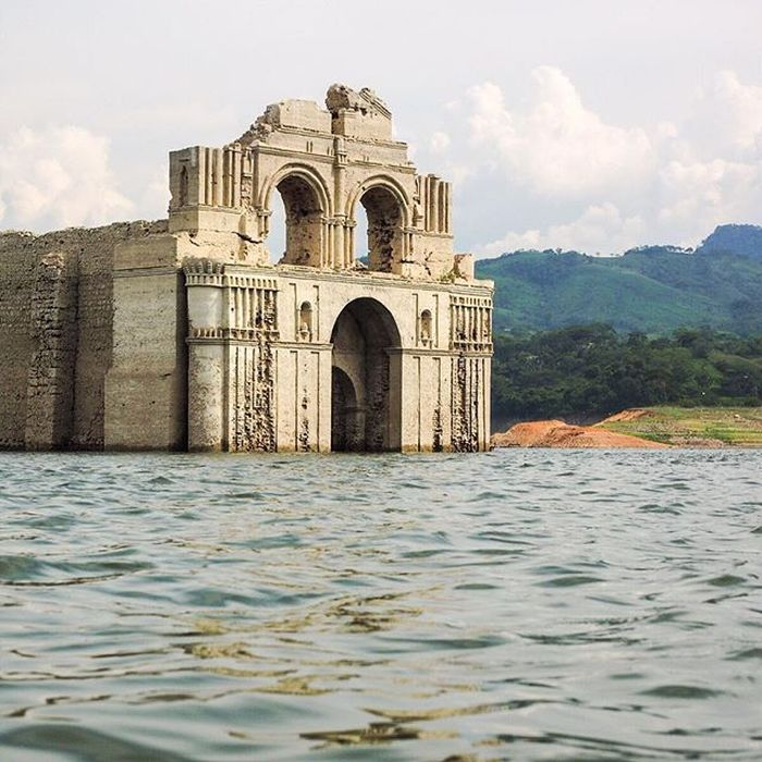 400-Year_Old_Submerged_Church_Re-emerges_Mexico_4