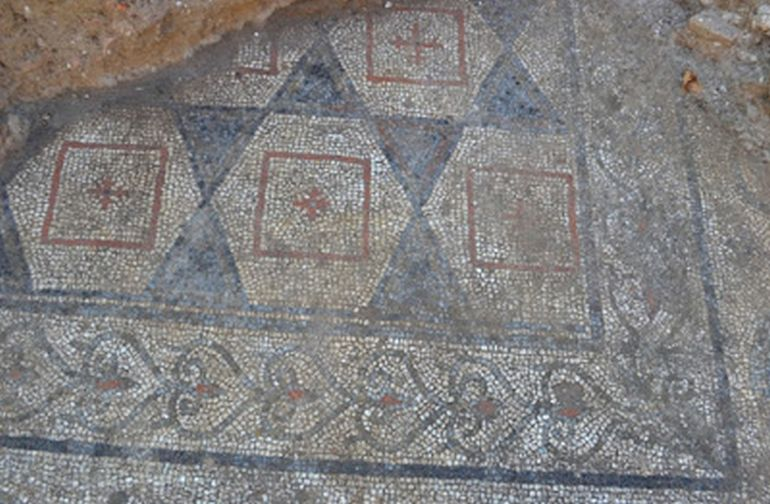 Archaeologists Uncover Ancient Roman Mosaic In Tuscany, Italy-5