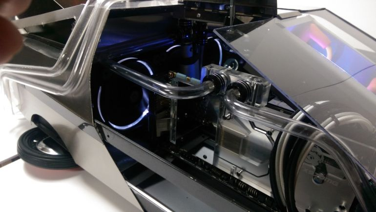 Back_to_the_Mod_PC_Case_The_DeLorean_2