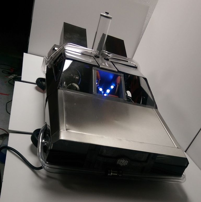 Back_to_the_Mod_PC_Case_The_DeLorean_3