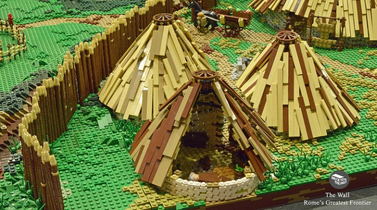 British Enthusiasts Recreate The Roman Empire Using LEGO!-7