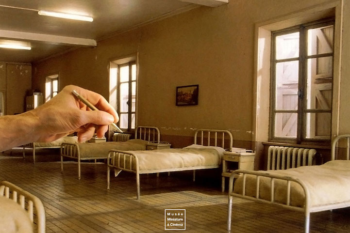 Film_Set_Miniature_Rooms_Incredible_Details_8