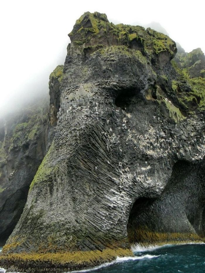 Iceland_Natural_Rock_Resembles_Elephant_1