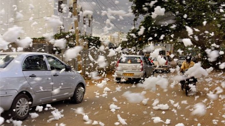 It's Snowing Toxic Flammable Foam In Bangalore, India!-3