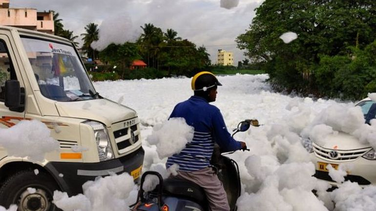 It's Snowing Toxic Flammable Foam In Bangalore, India!-6