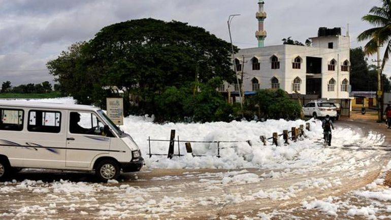 It's Snowing Toxic Flammable Foam In Bangalore, India!-7