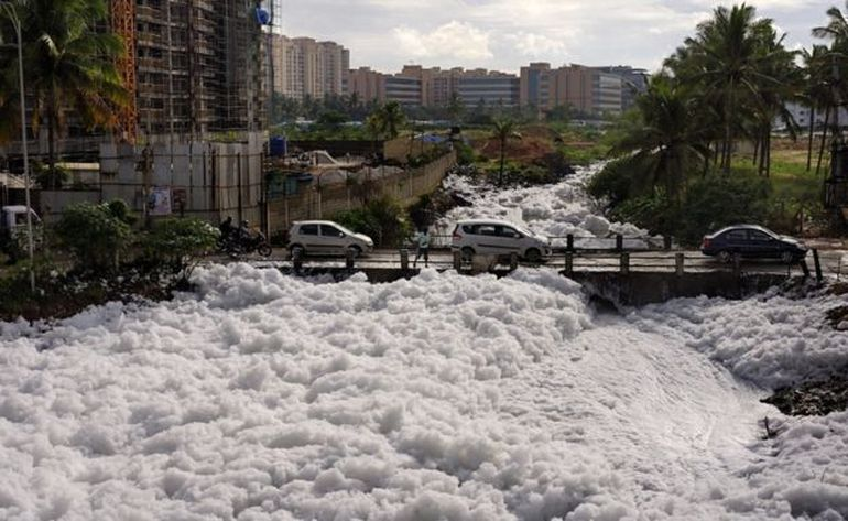 It's Snowing Toxic Flammable Foam In Bangalore, India!-8
