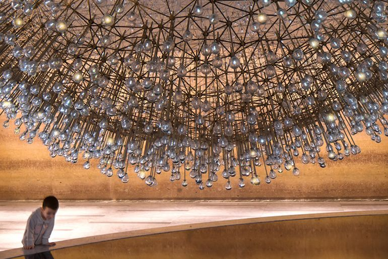 Lucent A Stunning Sculpture Made Up Over 3,000 Glass Orbs-2