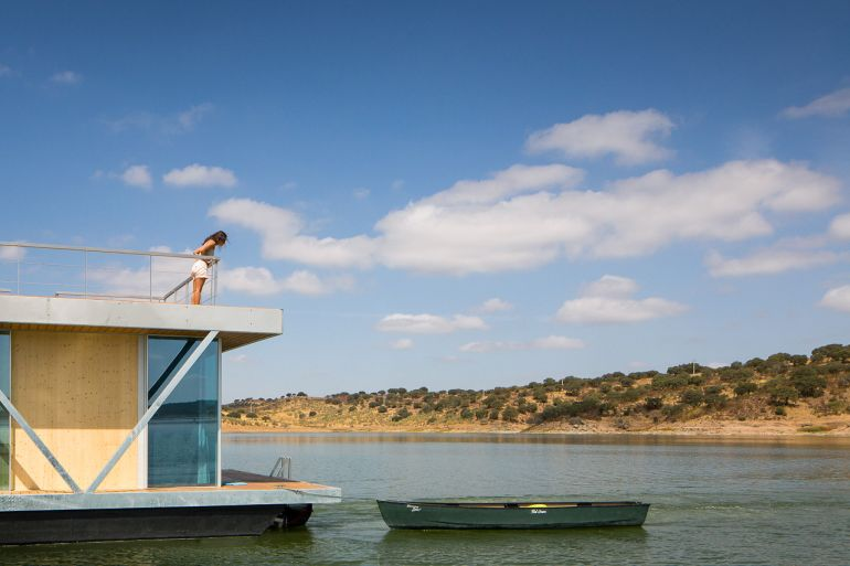 solar-powered_Floatwing_Floating_House_self-generates_10