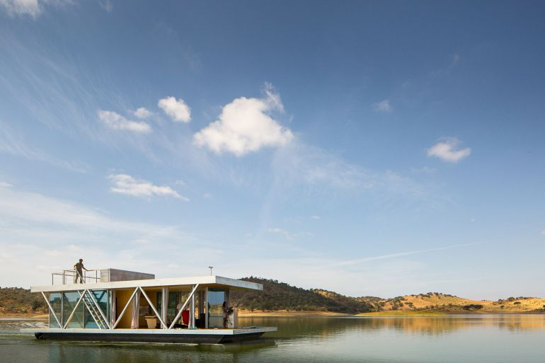 solar-powered_Floatwing_Floating_House_self-generates_2
