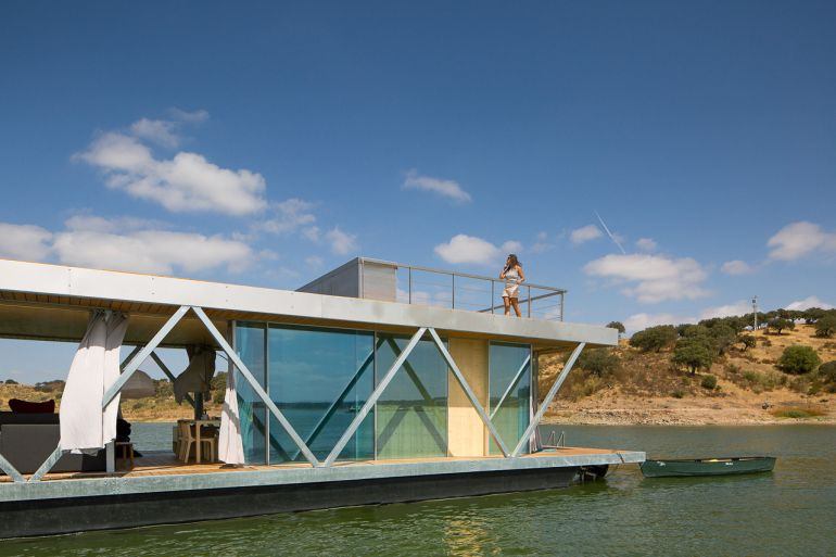solar-powered_Floatwing_Floating_House_self-generates_3