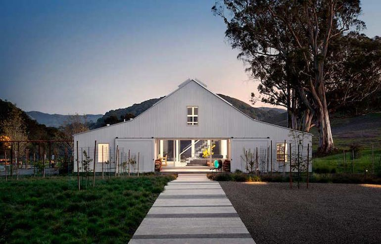 Modernist Barn House Boasts Amazing Eco-Friendly Features-2