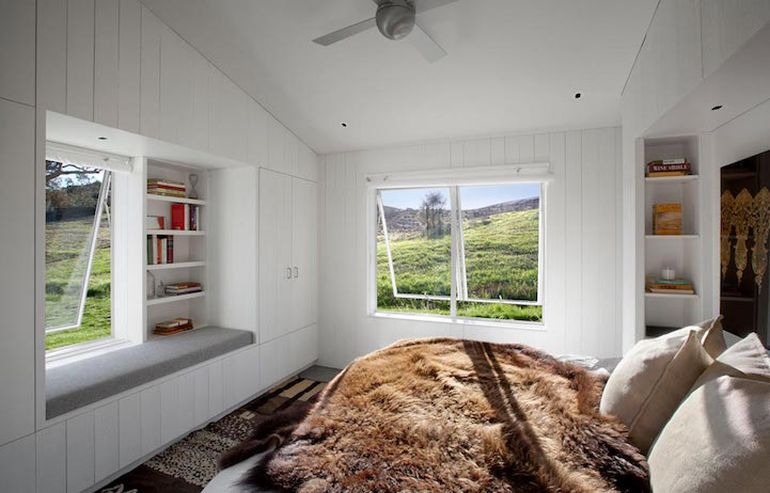 Modernist Barn House Boasts Amazing Eco-Friendly Features-7