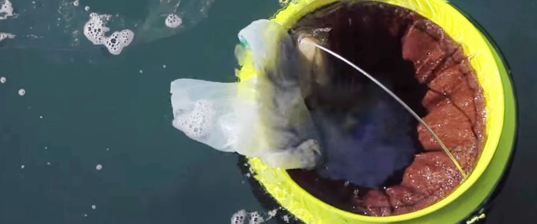 The Floating Seabin Waste Collector Catches Plastic Debris From Oceans-1
