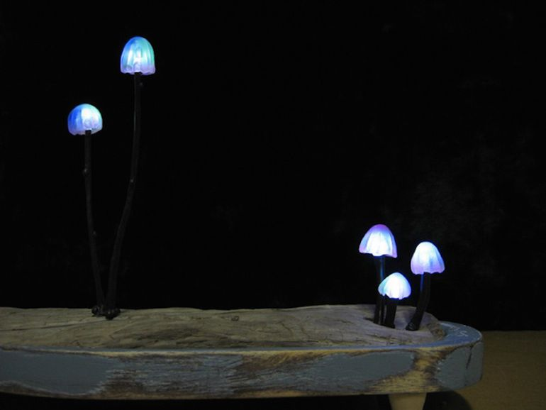 Artist Designs Tiny LED Lamps That Look Like Bioluminescent Mushrooms-3