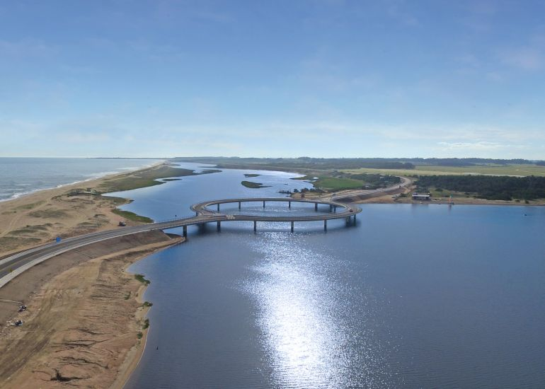Uruguay's Laguna Garzon Bridge Boasts A Unique Ring-Shaped Design-5