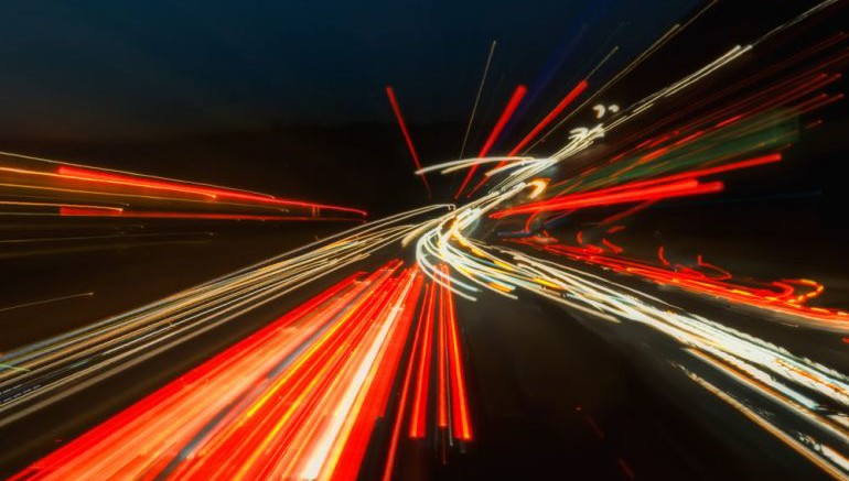 British Researchers Set New Record For Fastest Data Transmission Rate-1