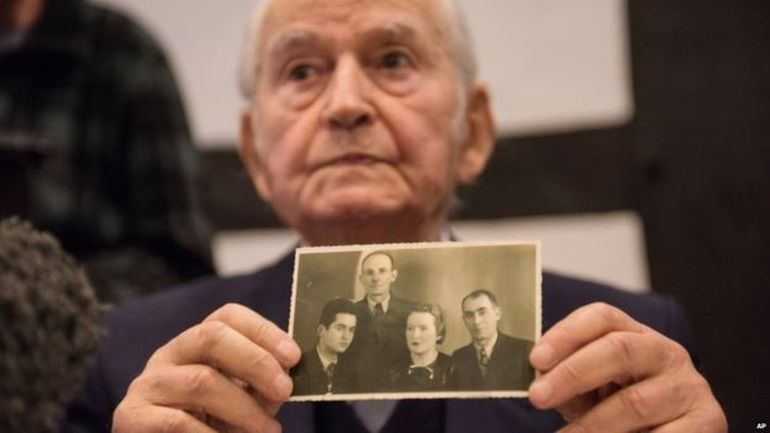 Auschwitz survivor Leon Schwarzbaum during the trial