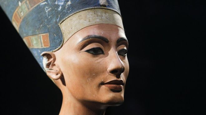 King Tut's Tomb Could House Remains Of Other Family Members-12