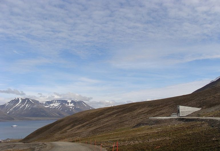 Norway's Irradiant Mountain Vault Preserves Over 850,000 Seeds-7