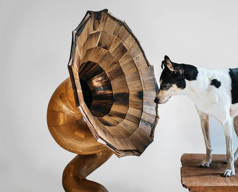 Artist Fashions Gramophone-Shaped Speaker From Old Liquor Barrel-3