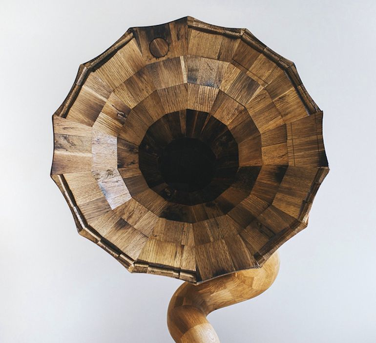 Artist Fashions Gramophone-Shaped Speaker From Old Liquor Barrel-4