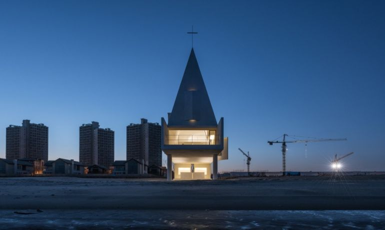 China's Seashore Chapel Looks Like A Floating Ship At High Tide-5
