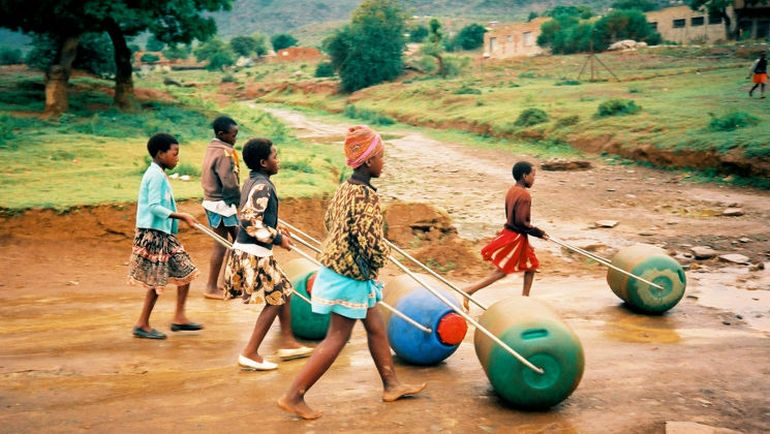 Hippo Rollers Make Clean Water More Accessible In Rural Africa-5