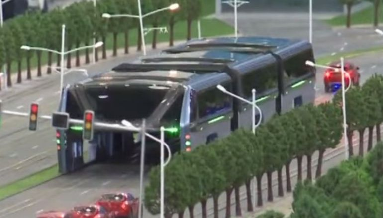 China Unveils Full-Sized Prototype Of Bizarre Traffic-Straddling Bus-3
