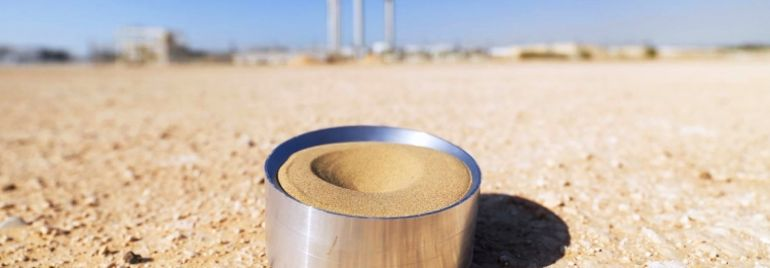 Scientists In Abu Dhabi Are Using Sand To Store Solar Energy-1
