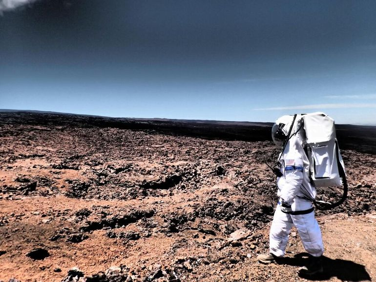 Simulated Mars Mission Crew Emerges After A Year Of Isolation-4