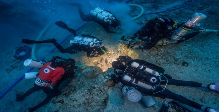 2000-year-old-skeleton-recovered-from-antikythera-shipwreck-in-greece-3