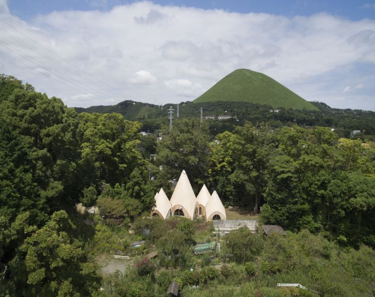 these-striking-teepee-shaped-huts-in-japan-offer-care-to-the-elderly-4