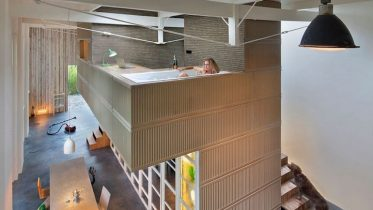 architect-upcycles-1895-coach-house-using-materials-from-1950s-office-1