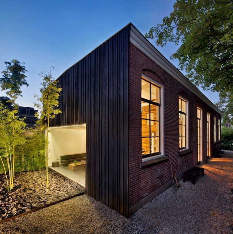 architect-upcycles-1895-coach-house-using-materials-from-1950s-office-12