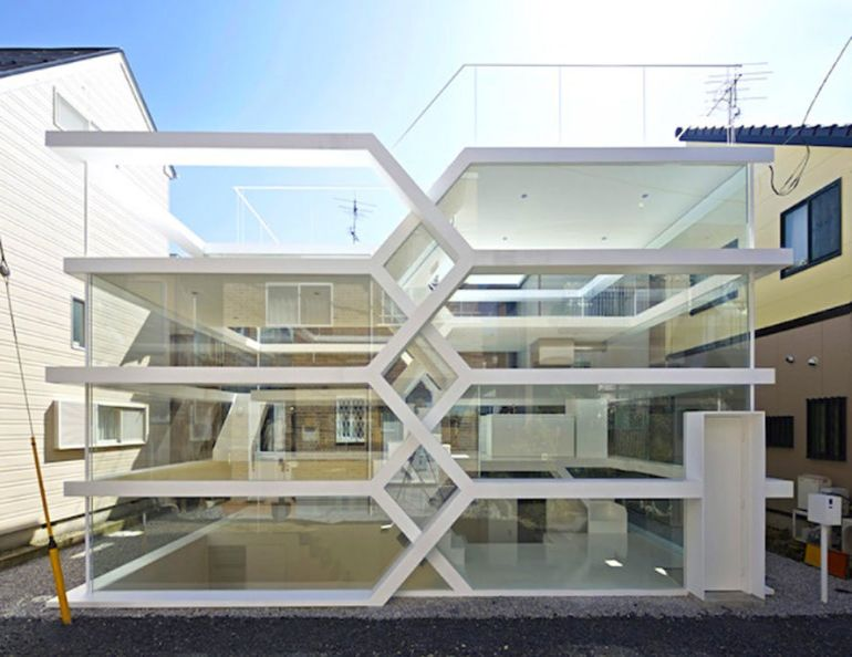 japans-see-through-s-house-is-a-glass-lined-space-with-no-partitions-1