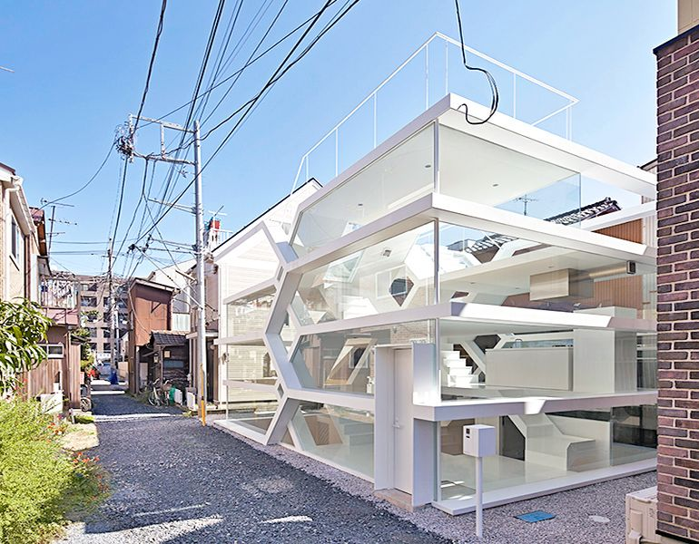 japans-see-through-s-house-is-a-glass-lined-space-with-no-partitions-2
