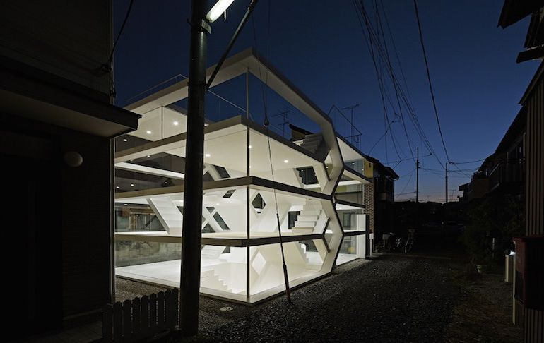japans-see-through-s-house-is-a-glass-lined-space-with-no-partitions-3