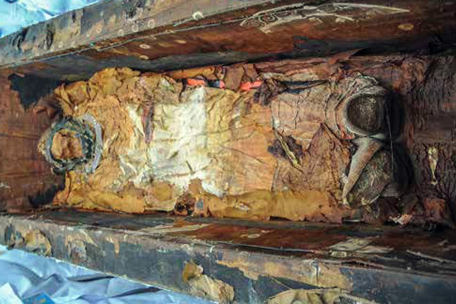 Bejeweled Silk-Wrapped Body Uncovered At 1,500-Year-Old Cemetery Along Silk Road-1