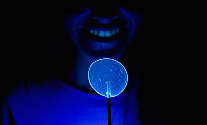 Fluorescent lollipops
