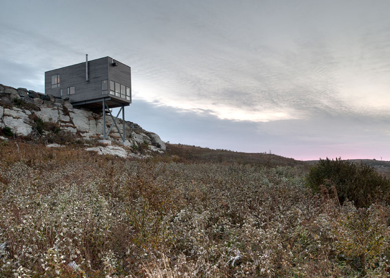 Tiny Home Designs: The Cliff House By MacKay-Lyons Sweetapple Architects