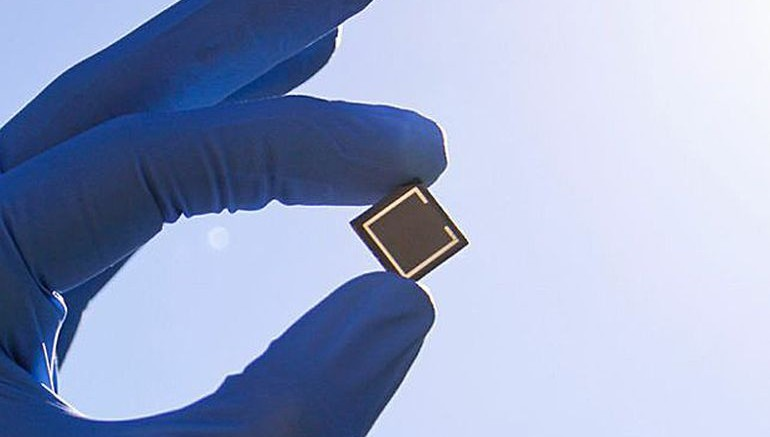 Low-Cost_Perovskite_Tandem_Solar_Cell