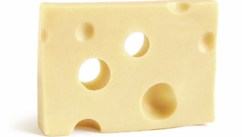Swiss_Cheese_Holes_hay_milk_1