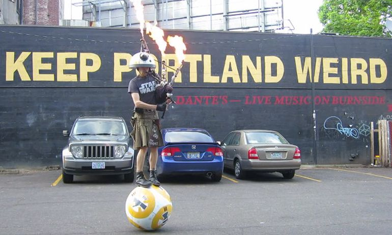 The_Unipiper_Star_Wars_theme_flaming_bagpiper_BB-8_Droid