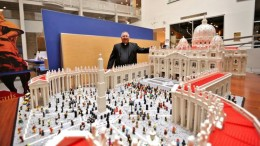Mini Replica Of The Vatican Built Using 500,000 LEGO Bricks-7