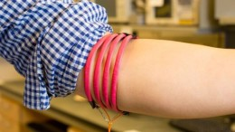 New wireless communication technology uses the human body to transmit data between devices-1