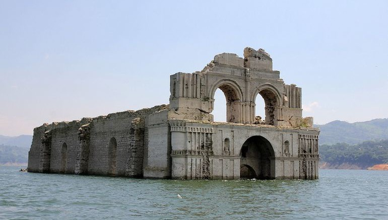 400-Year_Old_Submerged_Church_Re-emerges_Mexico_1